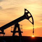 Załamanie cen ropy powtórką strategii Reagana z 1985 r.?