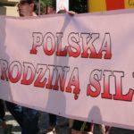 """""""Polska rodziną silna!"""" – Marsze dla Życia i Rodziny w ponad 150 miastach na 100-lecie odzyskania niepodległości"""