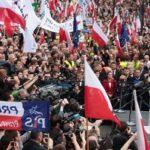 """Czy zwolennicy PiS-u są mądrzejsi od """"obrońców demokracji""""?"""