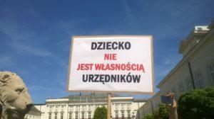 """AKCJA SPOŁECZNA: Czy faktycznie """"polscy rodzice będą mieli prawo wyboru""""? LIST OTWARTY DO PREMIERA dziecko nie jest własnością urzedników 1024x575"""