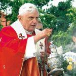 """12 lat temu odbyła się pielgrzymka Ojca Św. Benedykta XVI pod hasłem """"Trwajcie mocni w wierze"""". Publikujemy tekst homilii wygłoszony w Warszawie"""