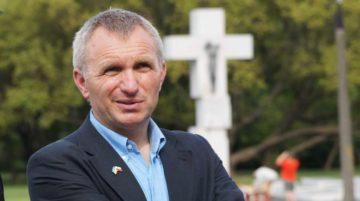 Kto inspiruje Piotra Tymę? Zastanawia się A. Zapałowski P Tyma pomnik Warszawa e1546450391966