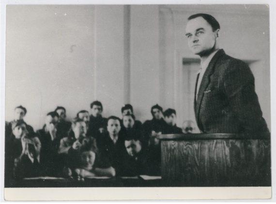 Upamiętnienie bohatera walki z totalitaryzmami: Pomnik rtm. Witolda Pileckiego w Gdańsku i rezolucja europarlamentu Witold Pilecki trial by communists 1947