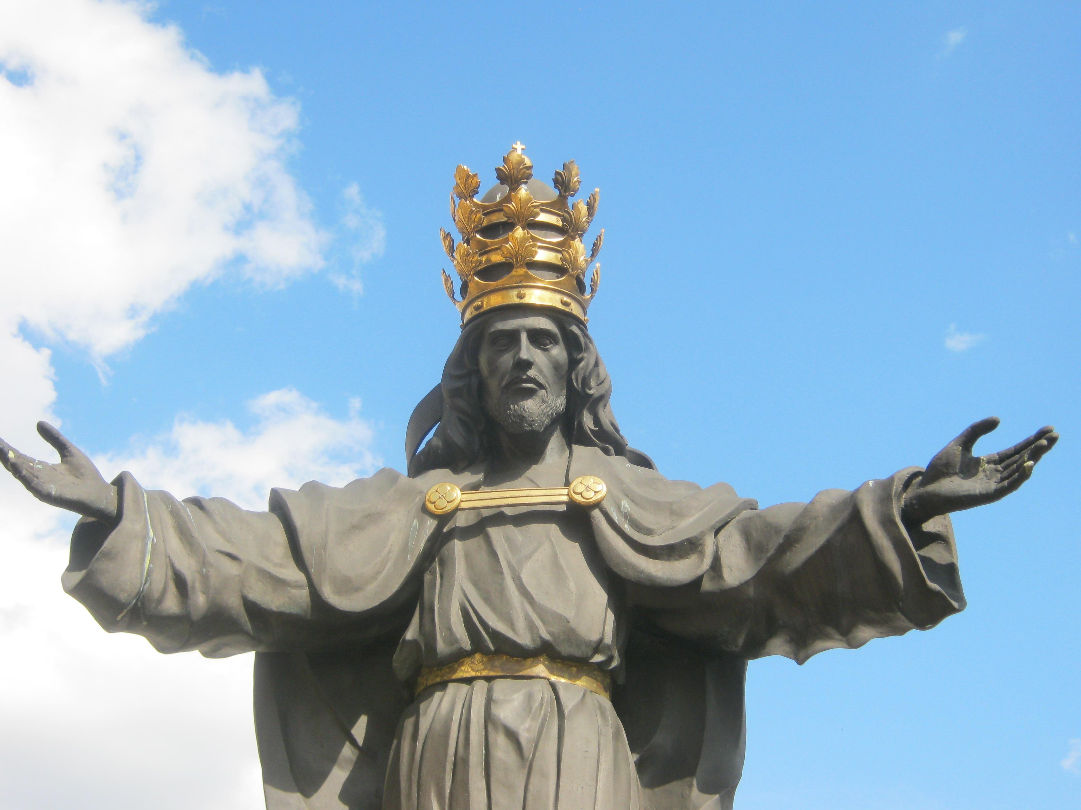 Znalezione obrazy dla zapytania chrystus król na krzyżu