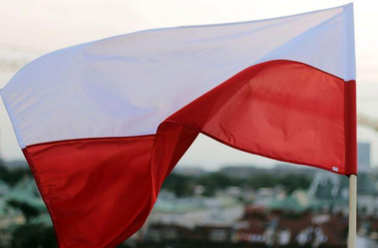 PolitykaPolska Bialo czerwona debaty o Polsce